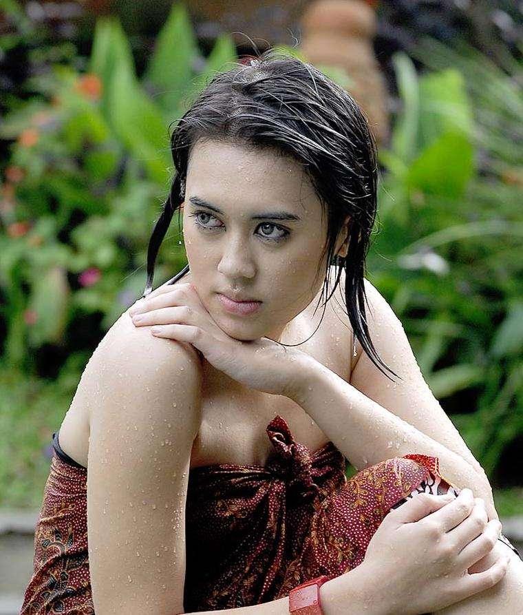 More Hot Pictures from Gadis Dan Cewek Indonesia Photos Gallery